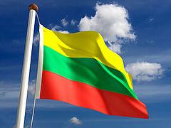 Флаг Литвы на фоне неба